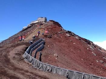剣ヶ峰を登る.jpg